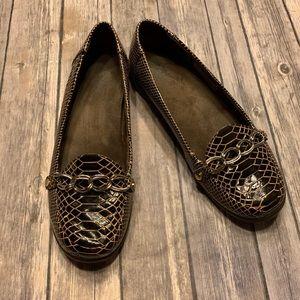 Vionic Alda chain trim Flap patent Loafer